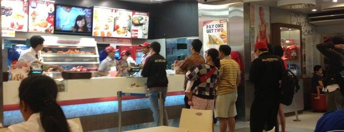 KFC is one of Locais curtidos por Ben.