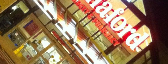 Hannaford Supermarket is one of สถานที่ที่ Gayla ถูกใจ.