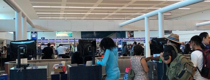 Aeromexico is one of Tempat yang Disukai Alan.