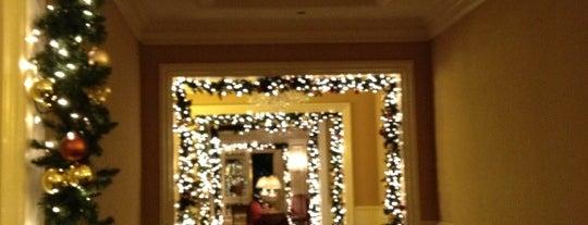 The Ritz-Carlton, Phoenix is one of John 님이 저장한 장소.