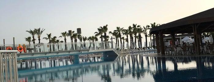 Kirman Hotels Sidera Luxury & Spa is one of Отели в Алании для сравнения.