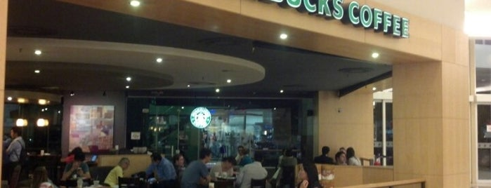 Starbucks is one of Leonardo 님이 저장한 장소.