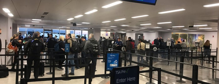 TSA Security Line is one of Mary Toñaさんのお気に入りスポット.