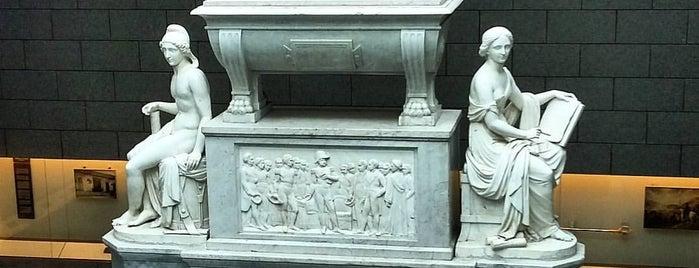 Panteón de los Héroes de la Patria is one of SCL.