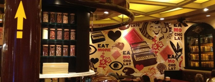 Max Brenner is one of Philly Phoodies.