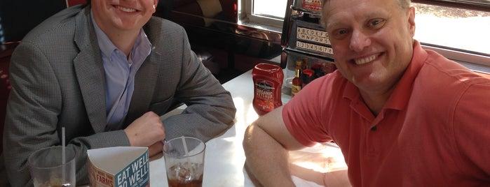 Silver Diner is one of Posti che sono piaciuti a Dmitri.