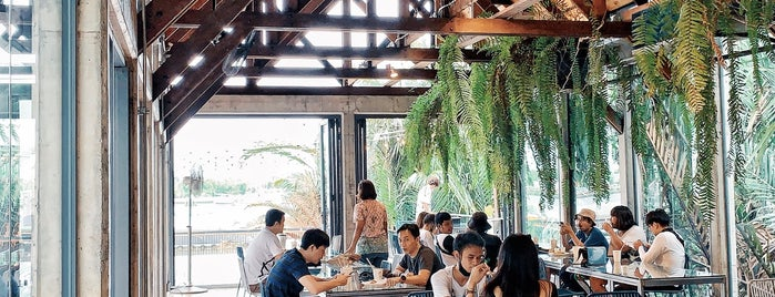 Hiddenwoods Cafe is one of Locais curtidos por Huang.