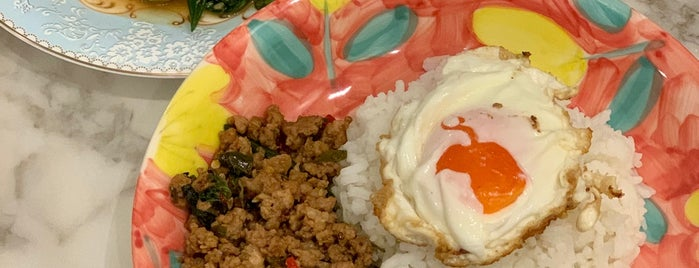 ร้านลืออำนาจโภชนา is one of Locais curtidos por Huang.