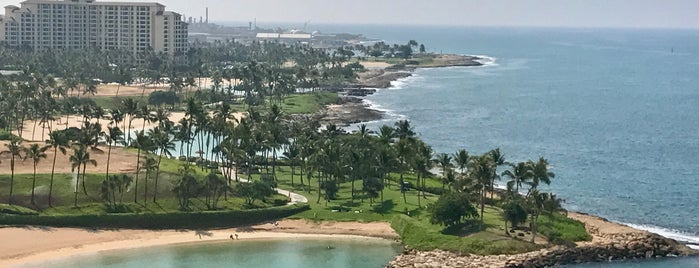 Four Seasons Resort at Ko Olina is one of Lieux qui ont plu à Huang.