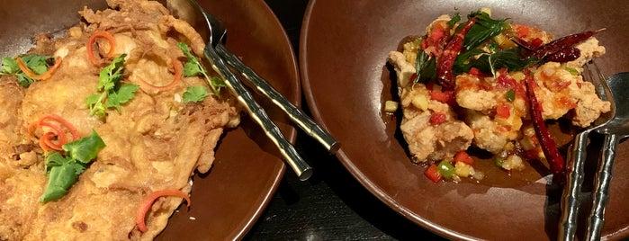 Sri Trang Restaurant is one of สถานที่ที่ Huang ถูกใจ.