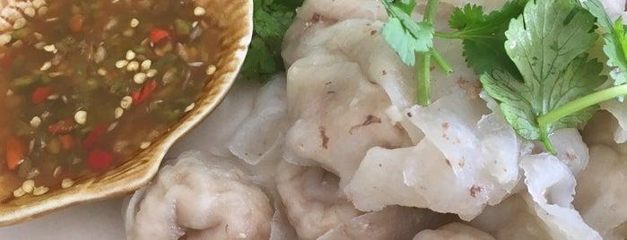 นายเคี้ยมเกี๊ยวปลา (สาขาหนองกะพ้อ) is one of Huangさんのお気に入りスポット.