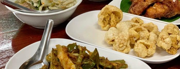 Huen Phen is one of Huang 님이 좋아한 장소.