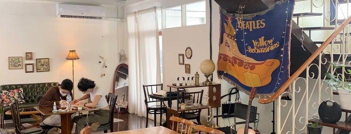 Knock Knock Cafe & Bar is one of Locais curtidos por Huang.