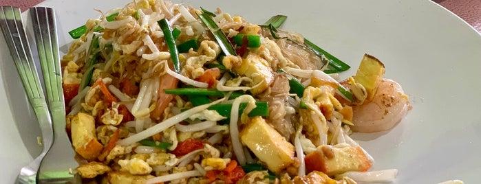 เส้นสายปลายจวัก ผัดไทโบราณ อาหารตามสั่ง เกษตรนวมินทร์ is one of Locais curtidos por Huang.