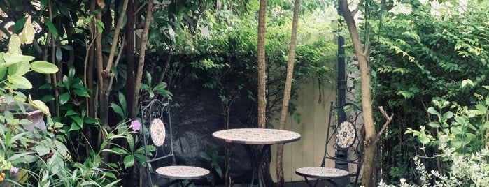 Somkiat Cafe is one of Torzin S's Saved Places.