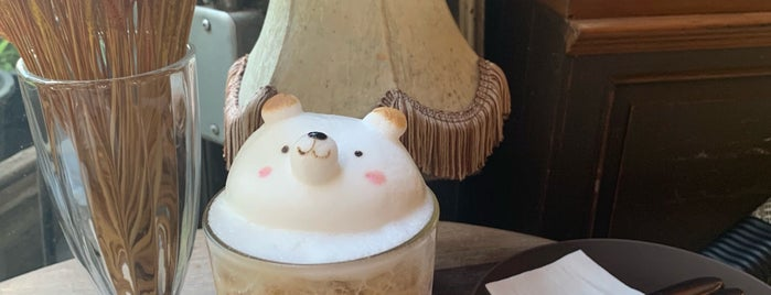 B-Story Café is one of Huangさんのお気に入りスポット.