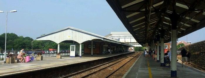 Truro Railway Station (TRU) is one of สถานที่ที่ David ถูกใจ.
