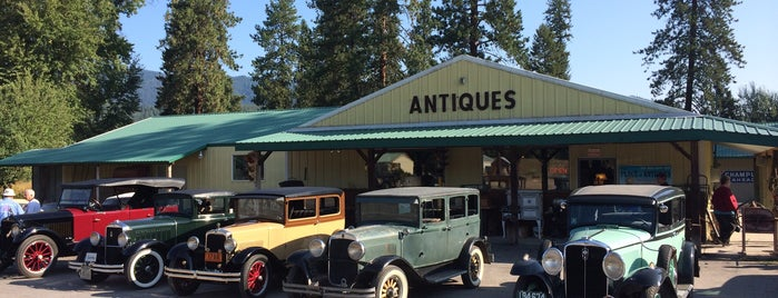 Place Of Antiques is one of Lisaさんのお気に入りスポット.