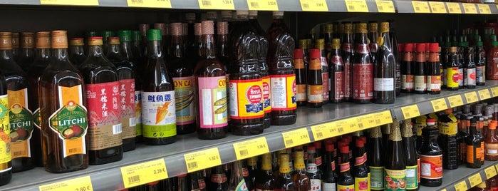 Chen Market 中国红超市 is one of LeKhanさんのお気に入りスポット.