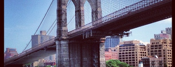 Puente de Brooklyn is one of NYC.