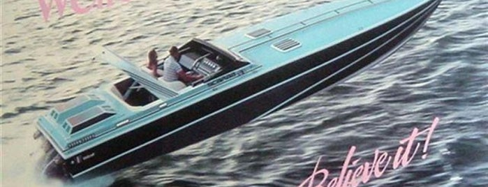 Scarface's Jet Boat is one of Tempat yang Disukai Marteeno.