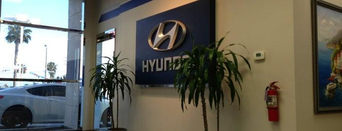 Hyundai of Anaheim is one of Lieux qui ont plu à Lauren.