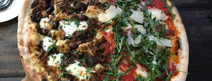 Homeslice Pizza is one of Batrinu 님이 좋아한 장소.