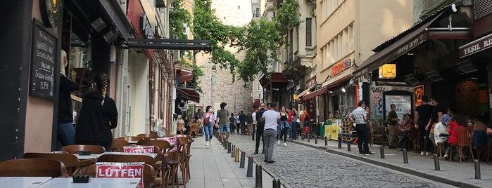 Şirin Fırın & Bakery is one of İstanbul.