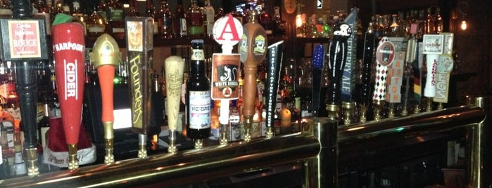Third Avenue Ale House is one of Lugares favoritos de Tim.