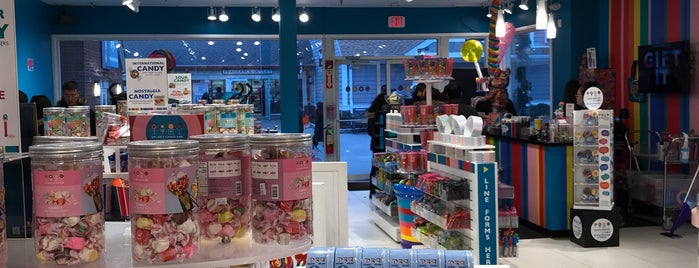 Dylan's Candy Bar is one of Posti che sono piaciuti a Karen.