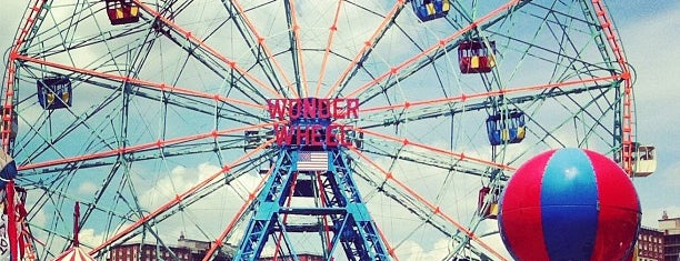Deno's Wonder Wheel is one of Lugares favoritos de Erik.