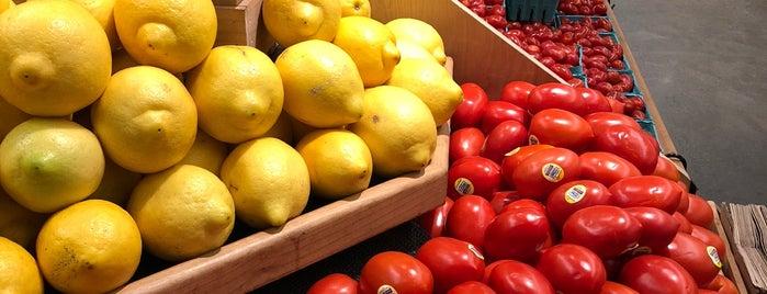 New Seasons Market is one of Posti che sono piaciuti a Benjamin.