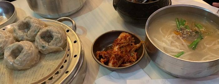 Myungdong Kalkuksu - Noodle & Shabu-Shabu is one of Sauga.