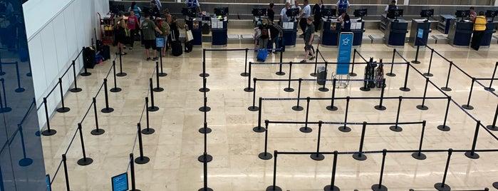 Terminal 4 is one of Locais curtidos por Juan.