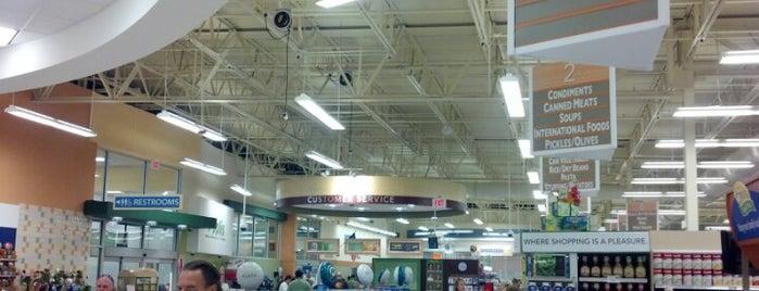 Publix Super Market at Pinecrest is one of Barry 님이 좋아한 장소.