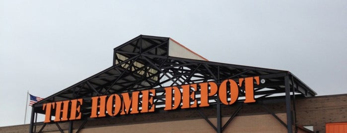 The Home Depot is one of Lugares favoritos de Justine.