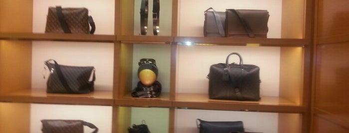 Louis Vuitton is one of Posti che sono piaciuti a Paco.