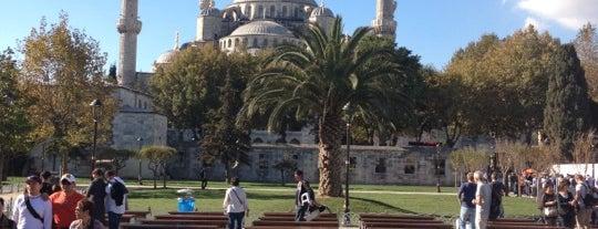 Sultanahmet Meydanı is one of İstanbul'da Gezilmesi-Görülmesi Gereken Mekanlar.