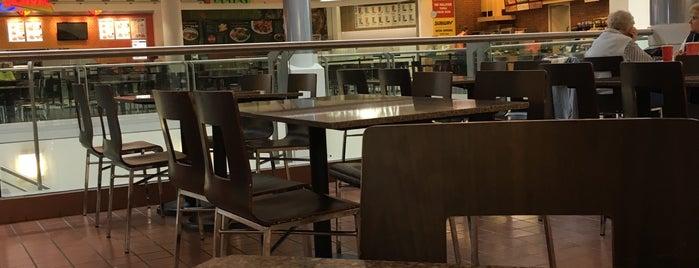 Summit Food Court is one of Locais curtidos por Danii.