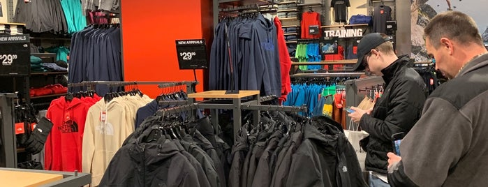The North Face Outlet is one of Lieux qui ont plu à Rosana.