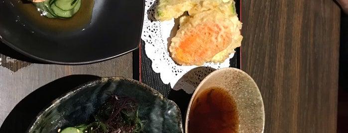 Sushi Chitose is one of Gespeicherte Orte von Jonathan.