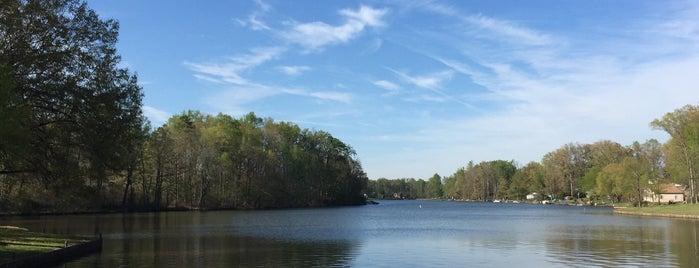 Lynwood Lake is one of Gespeicherte Orte von Daniel.