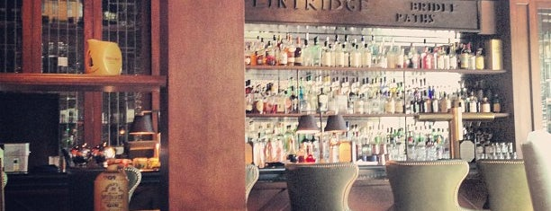 Flintridge Proper Restaurant and Bar is one of Locais salvos de Justin.
