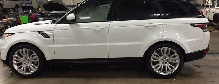 Jaguar / Land Rover is one of Usaj'ın Beğendiği Mekanlar.