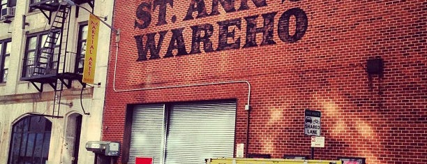 St. Ann's Warehouse is one of Lugares favoritos de Sara.