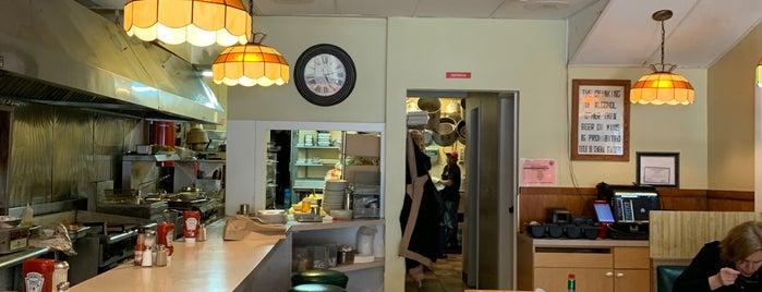 Plaza Restaurant is one of Orte, die Allison gefallen.