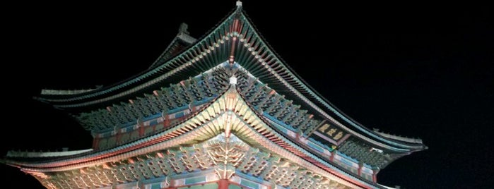 Gyeongbokgung Palace is one of Orte, die Andrii gefallen.