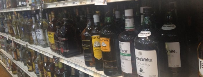 Bullock's Wine & Spirits is one of Jenniferさんのお気に入りスポット.