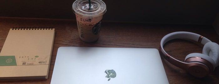 Starbucks is one of Locais curtidos por Elona.