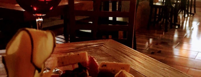 Granma Pub is one of Lugares favoritos de Murat.